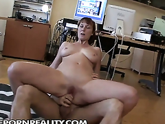 Redhead polishes lucky dudes hard sausage with her lips