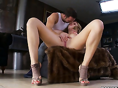 Nearly juicy bottom getting satisfaction connected with guys fuck stick in her sweet mouth