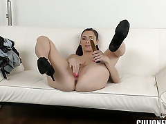 Kattie Gold with bubbly booty is curious about giving tugjob respecting horny supplicant