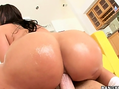 Brunette Kelly gets her big butt drilled and goes ass to mouth