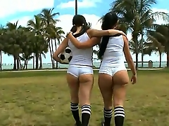 Amateur girls Sophia together with Summer Bailey enjoy in revealing their hot big asses there the cam