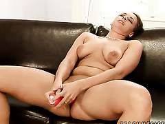 Alex and Chanel stretch each others hole with passion