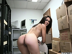 Amateur brunette poses, plays with her cunt and gets undressed